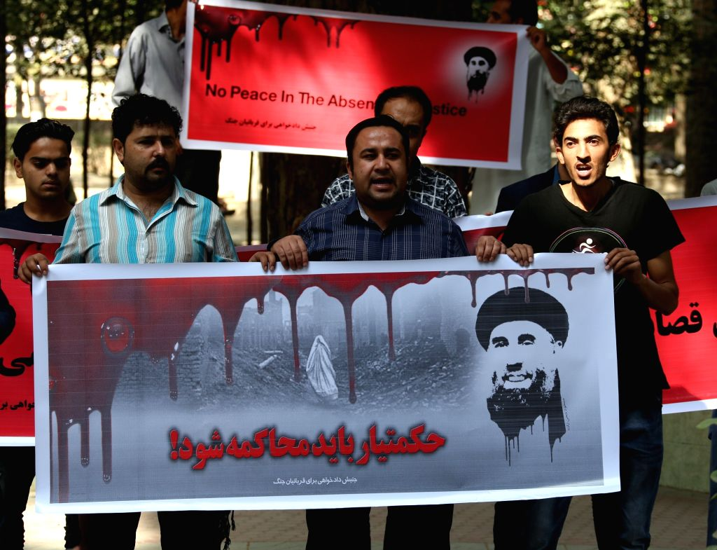 KABUL, Oct. 6, 2016 - Afghan civil society activists take part in a protest against the peace agreement with the leader of Hizb-e-Islami in Kabul, capital of Afghanistan, Oct. 6, 2016. The Afghan ...