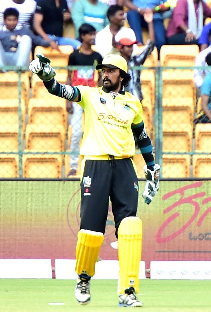 Kadamba Lions' Sudeep during Kannada Chalanachitra Cup at M. Chinnaswamy Stadium, in Bengaluru on Sept 8, 2018.