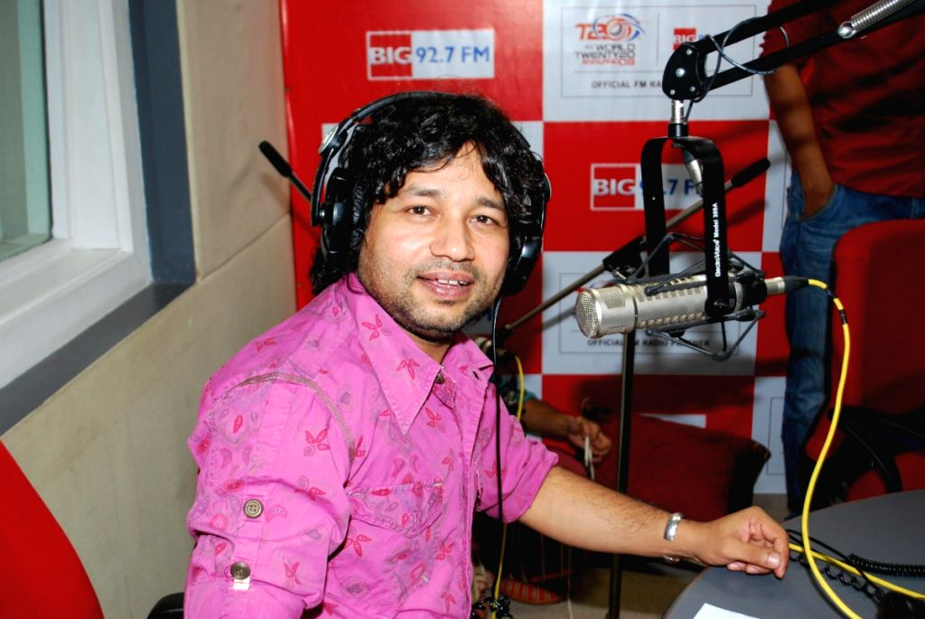 Kailash Kher on the sets of Big 92.7 FM.
