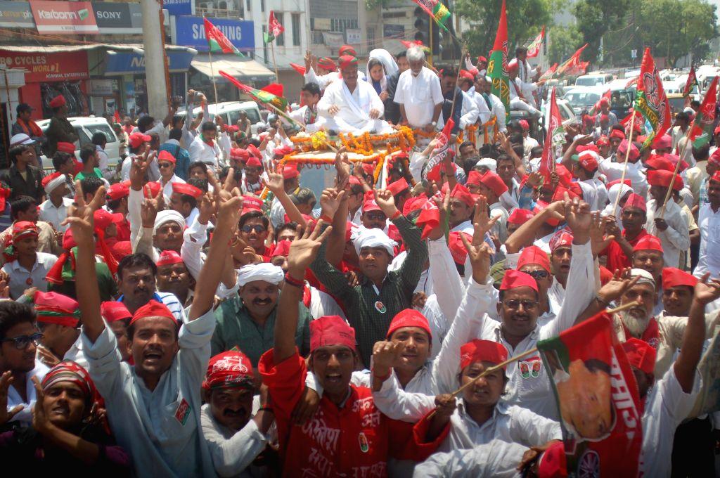 Kailash Prasad Chaurasia, the Samajwadi Party candidate from Varanasi Lok Sabha seat with his supporters on way to file his nomination for the Lok Sabha election in Varanasi on April 19, 2014.