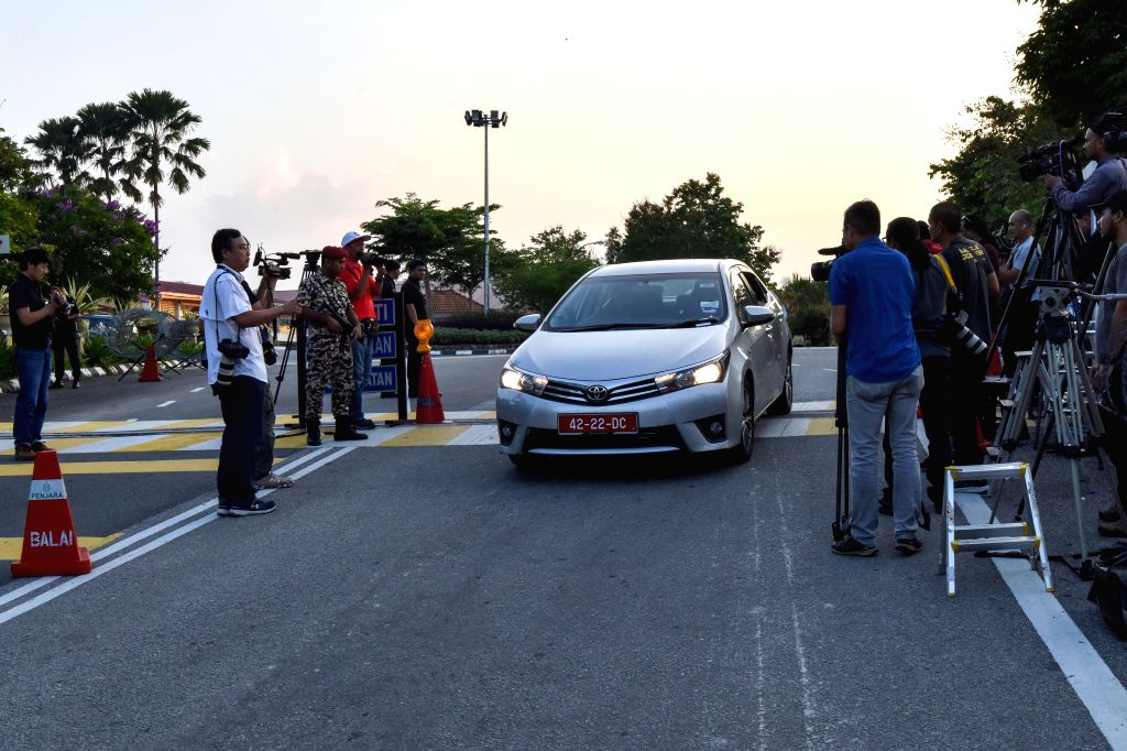 KAJANG, May 3, 2019 - A car of Vietnamese embassy leaves a prison in Kajang, Selangor, Malaysia, May 3, 2019. Doan Thi Huong, a Vietnamese woman, was released early on Friday after serving time for ...