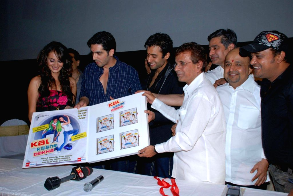 Kal Kisne Dekha music launch.
