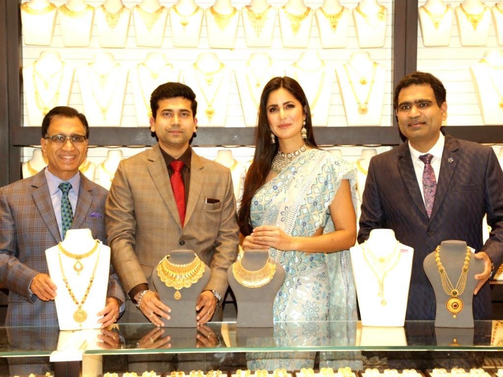 Kalyan Jewellers Chairman T S KAlyanaraman, Kalyan JewellersExecutive Director Ramesh Kalyanaraman, and Actress Katrina KAif at the launch of a jewellery store, in New Delhi, on July 22, ... - Katrina K