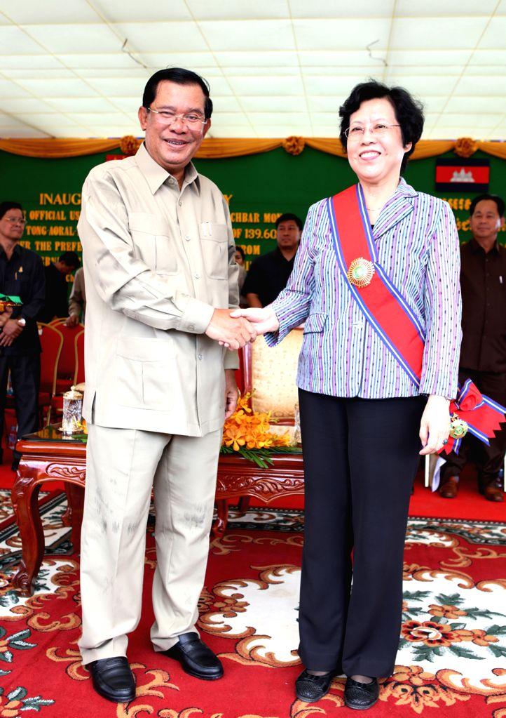 KAMPONG SPEU, Aug. 2, 2016 - Cambodian Prime Minister Samdech Techo Hun Sen (L) shakes hands with Chinese Ambassador to Cambodia Bu Jianguo during the inauguration ceremony of national road No. 44 in ... - Samdech Techo Hun Sen