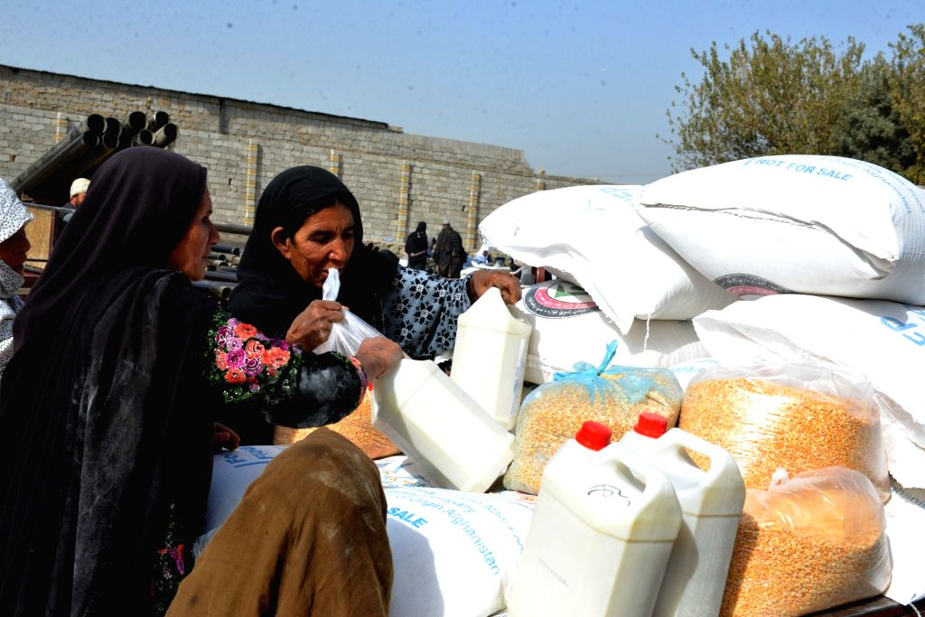 KANDAHAR, Nov. 6, 2018 (Xinhua) -- Afghan women receive relief assistance donated by World Food Programme (WFP) in Kandahar city, Afghanistan, on Nov. 6, 2018. (Xinhua/Sanaullah Seiam/IANS)