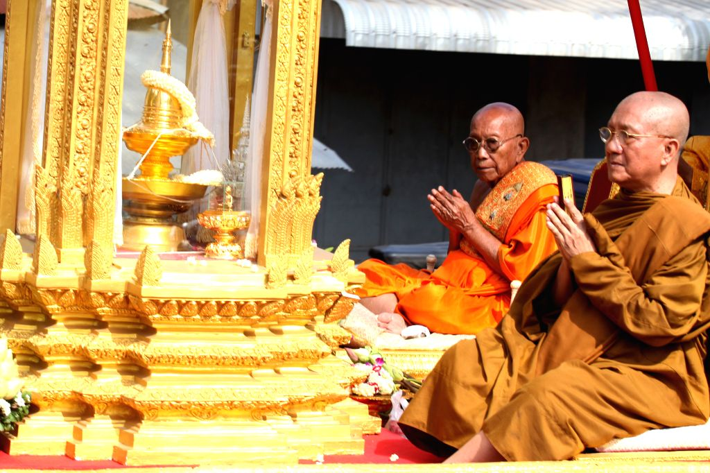 KANDAL, May 20, 2016 - Great Supreme Patriarch Tep Vong (2nd R), chief of the Mohanikaya Buddhist sect, and Supreme Patriarch Bour Kry (1st R), leader of the Dhammayut Buddhist sect, worship Buddha ...