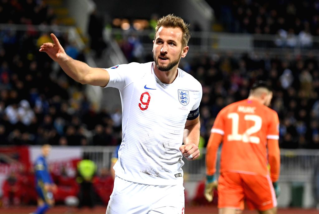 Kane's double salvages a draw for Tottenham.