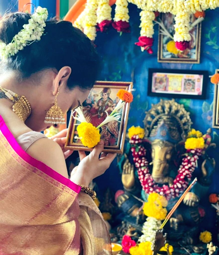 Kangana: If you don't know what to do on Navratri, worship your mother.(photo:instagram)