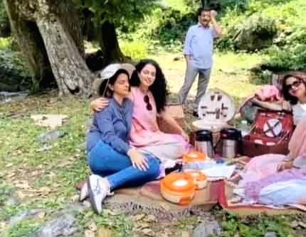 Kangana Ranaut picnics with family in Manali. - Kangana Ranaut
