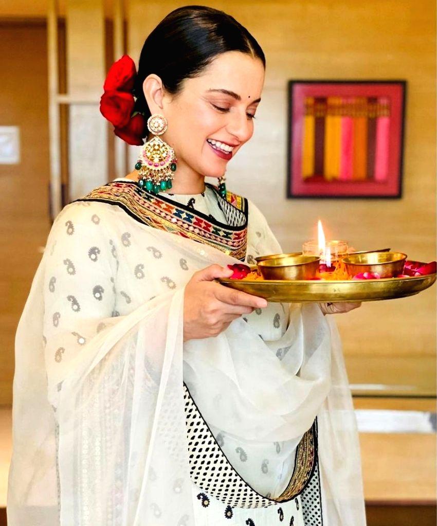 Kangana Ranaut welcomes 'devi' home on Diwali. - Kangana Ranaut