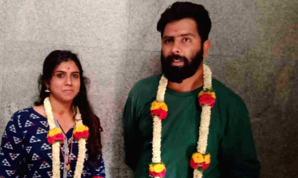 Kannada actress and bigboss contestant Chaitra Kotturu attempts suicide.