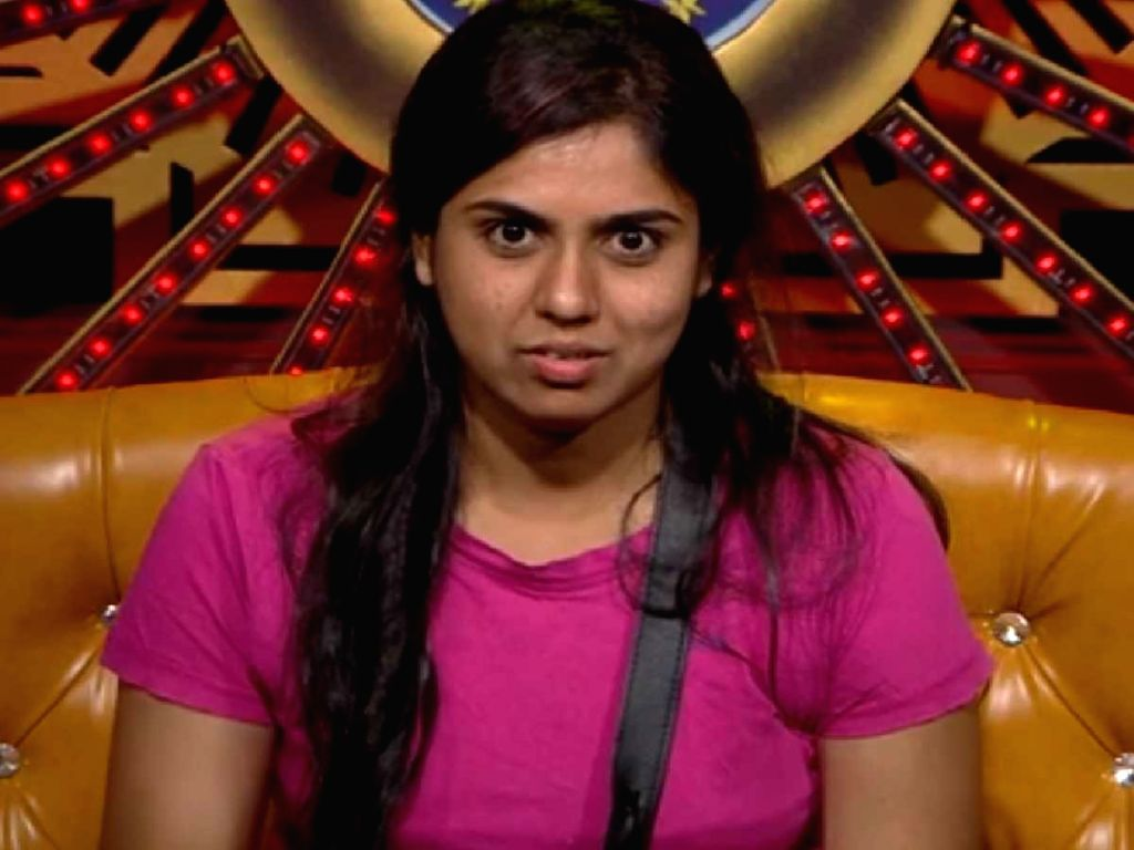 Kannada actress and bigboss contestant Chaitra Kotturu attempts suicide