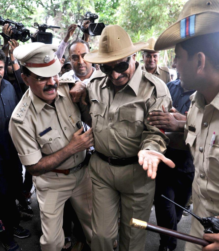 Kannada Chalavali Vatal Paksha chief Vatal Nagaraj being taken away by security personnel in Bengaluru on June 4, 2016.