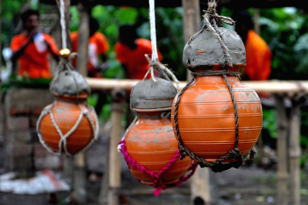 Kanwariyas carry water pots to Tarakeswar Temple during the holy month of Sawan, in Hooghly of West Bengal on Aug 4, 2014.
