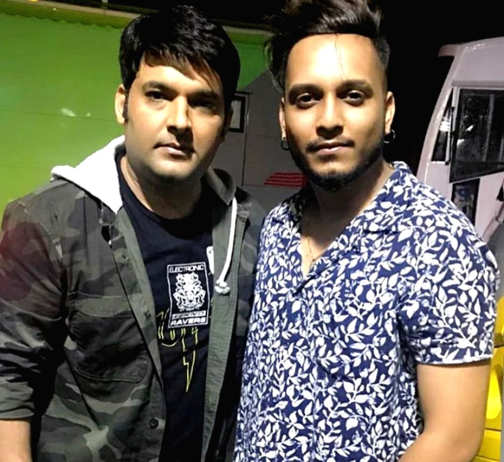 Kapil Sharma's name inked on singer Oye Kunaal's hand, here's why. - Kapil Sharma