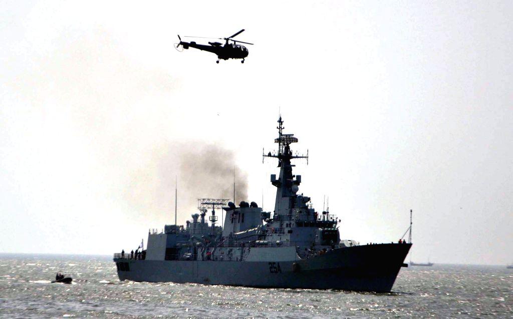 "Pakistani PNS ""Aslat"" warship carrying Pakistanis and other nationals arrives in southern Pakistani port city of Karachi, April 7, 2015. The Pakistan Navy ..."