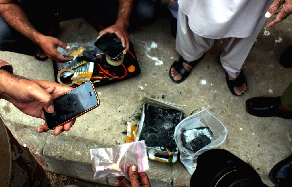 Pakistani security officials defuses a bomb in southern Pakistani port city of Karachi on Jan. 10, 2015. A bomb found inside a suspicious bag near Qalandri Chowk in