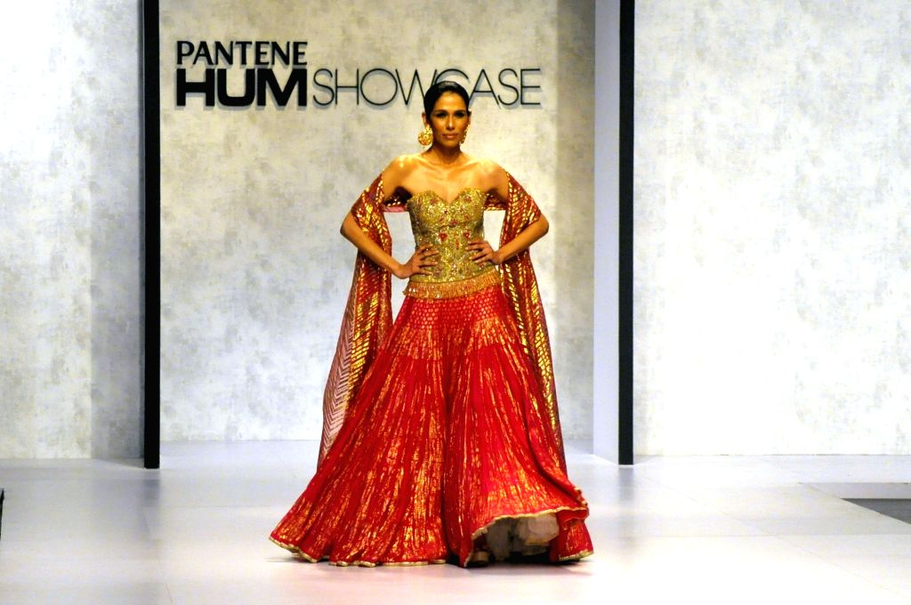 KARACHI, March 31, 2018 - A model presents a creation by designer Umar Sayeed on the last day of the Hum Showcase Fashion Week in southern Pakistani port city of Karachi on March 30, 2018.