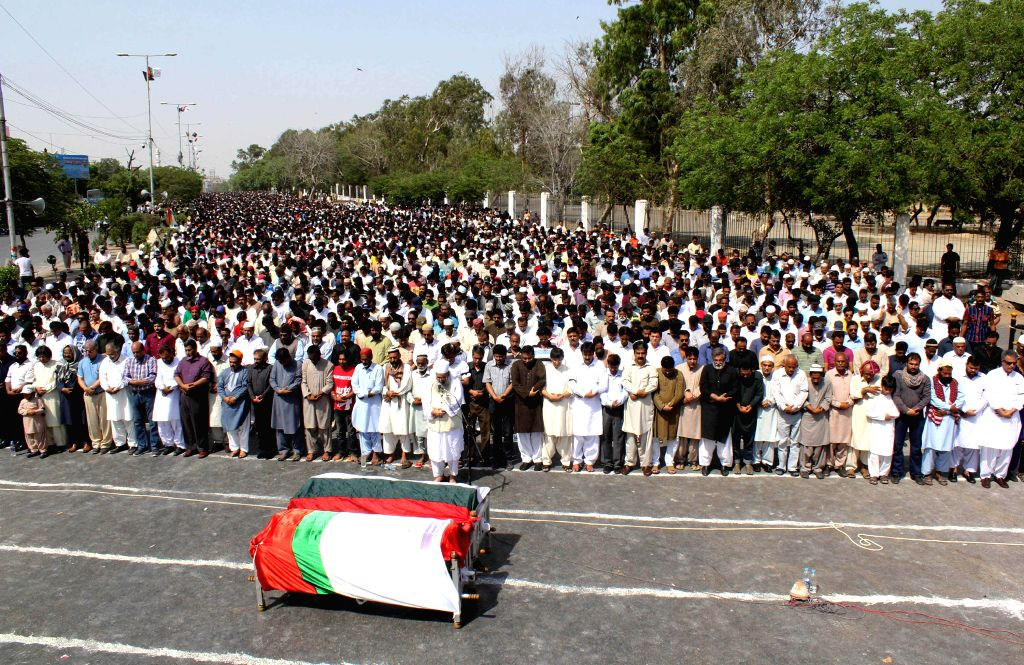 Supporters of Mutahida Qaumi Movement (MQM) party, attend the funeral ceremony of their slain workers, in southern Pakistani port city of Karachi on May 2, 2014. At ..