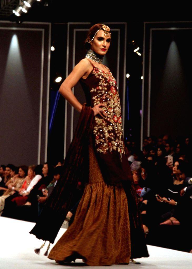 KARACHI, Nov. 1, 2016 - A model presents a creation by designer Huma Adnan during the Fashion Pakistan Week (FPW) Winter Festive 2016, in southern Pakistani port city of Karachi on Oct. 31, 2016.