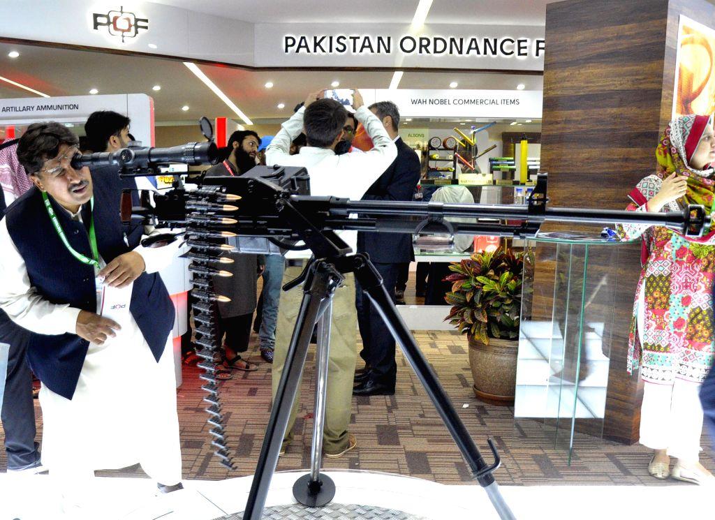 KARACHI, Nov. 25, 2016 - A visitor checks a machine gun during the 9th International Defense Exhibition and Seminar 2016 in southern Pakistani port city of Karachi, Nov. 25, 2016.