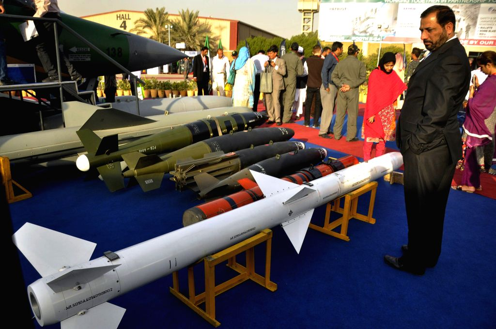 KARACHI, Nov. 25, 2016 - People look at missiles of Pakistan's JF-17 Thunder combat aircraft on the last day of the 9th International Defense Exhibition and Seminar 2016 in southern Pakistani port ...