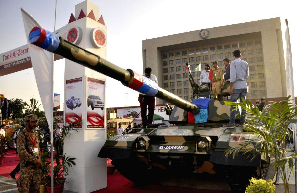 KARACHI, Nov. 25, 2016 - People look at Pakistan's Al-Zarrar tank on the last day of the 9th International Defense Exhibition and Seminar 2016 in southern Pakistani port city of Karachi, Nov. 25, ...