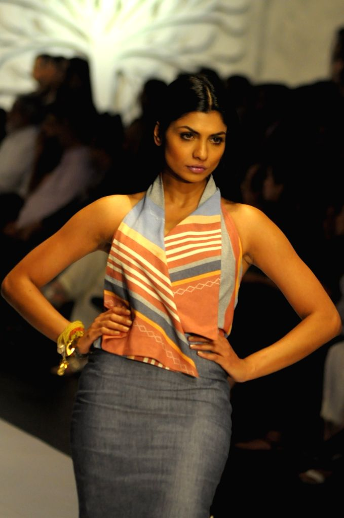 KARACHI (PAKISTAN), March 29, 2018 A model presents a creation by designer Zonia Anwaar on the second day of the Hum Showcase fashion event in southern Pakistani port city of Karachi, on ...