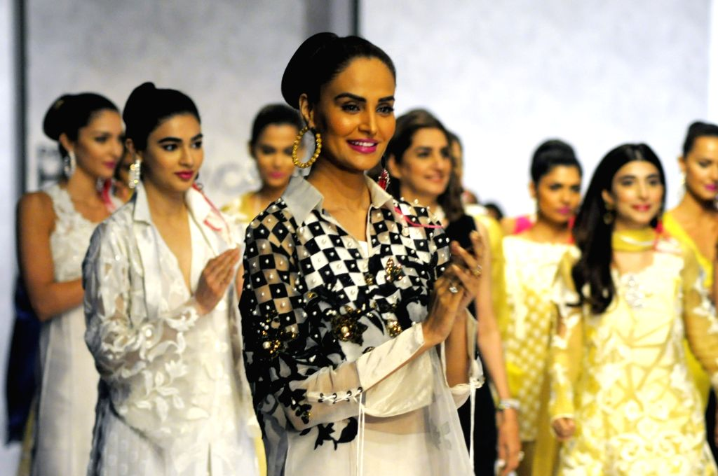 KARACHI (PAKISTAN), March 29, 2018 Models present creations by designer Nickie Nina on the second day of the Hum Showcase fashion event in southern Pakistani port city of Karachi, on ...