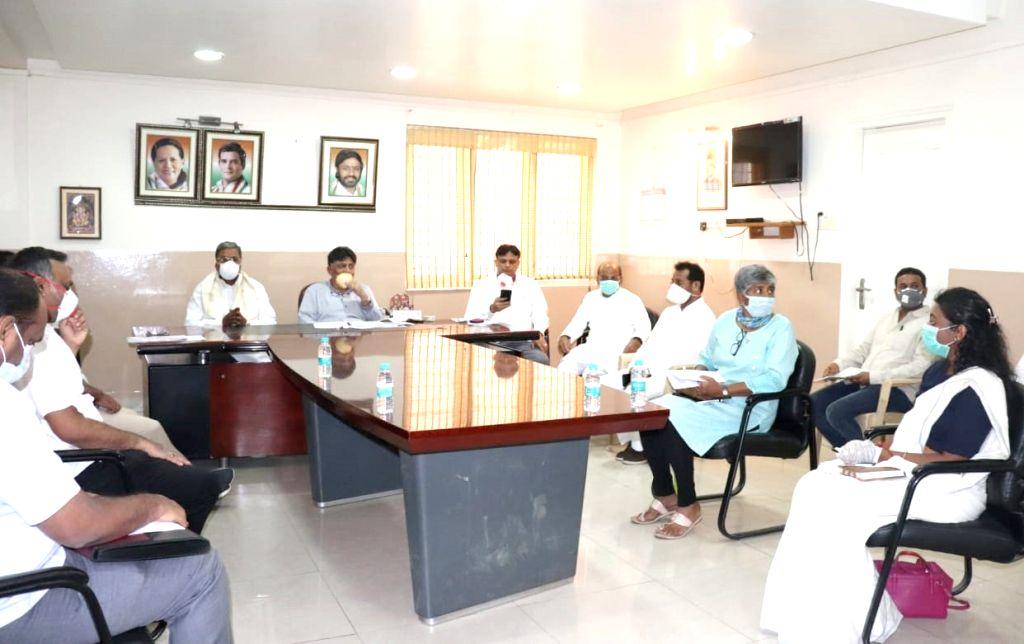 Karataka Congress leader DK Shivakumar and party leaders Siddaramaiah, Priyank M. Kharge and K. R. Ramesh Kumar hold a meeting on coronavirus help team, in Bengaluru on March 31, 2020.