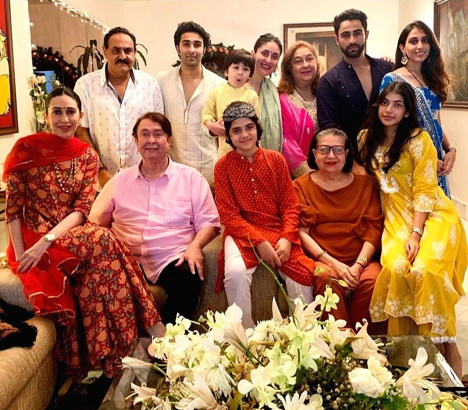 Kareena, Karisma post pics of Ganpati celebrations of Kapoors.