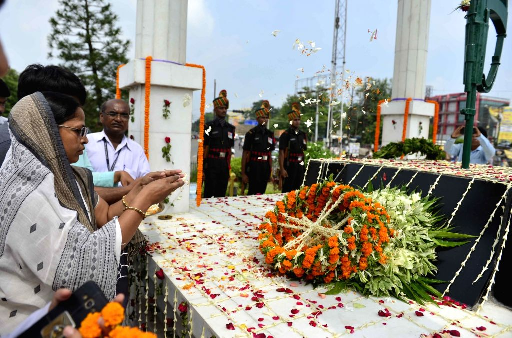 Kargil martyr Naik Ganesh Prasad Yadav's wife pays tributes to martyrs on the 20th Anniversary of Kargil Vijay Diwas, in Patna on July 26, 2019.