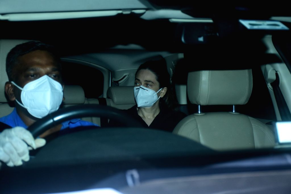 Karishma Kapoor and her Mother spotted at Kareena Kapoor's House In Bandra on Friday 05th March, 2021. - Karishma Kapoor and Kareena Kapoor
