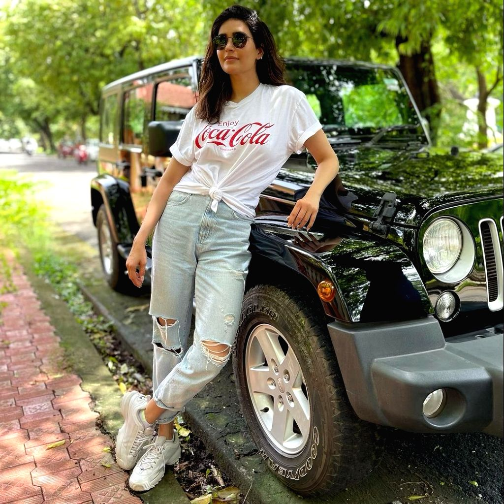 Karishma Tanna shares glimpse of just another day
