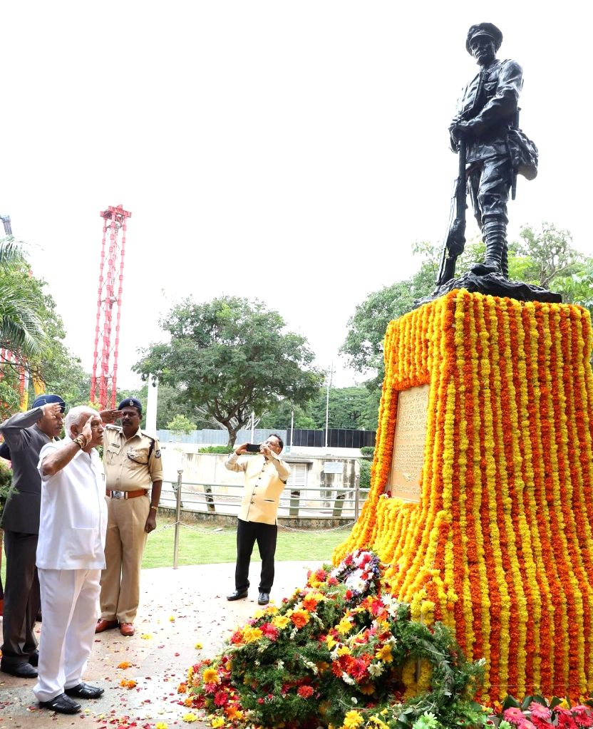 Karnataka BJP President B. S. Yediyurappa pays tributes to martyrs on the 20th Anniversary of Kargil Vijay Diwas at National Military Memorial, in Bengaluru on July 26, 2019.