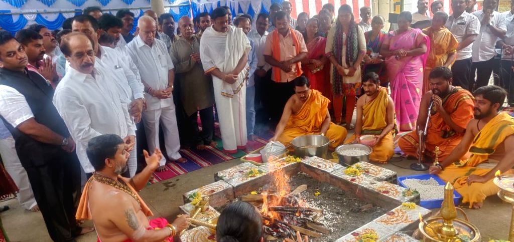 Karnataka BJP President BS Yeddyurappa during a special pooja at Gavi Gangadhareshwara Temple, in Bengaluru on July 17, 2019.