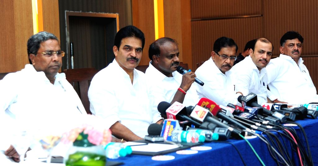 Karnataka Chief Minister and JD-S leader HD Kumaraswamy, Deputy Chief Minister Dr G Parameshwar with Congress leader and Co-ordination Committee Chairman Siddaramaiah, Congress MPs ... - D