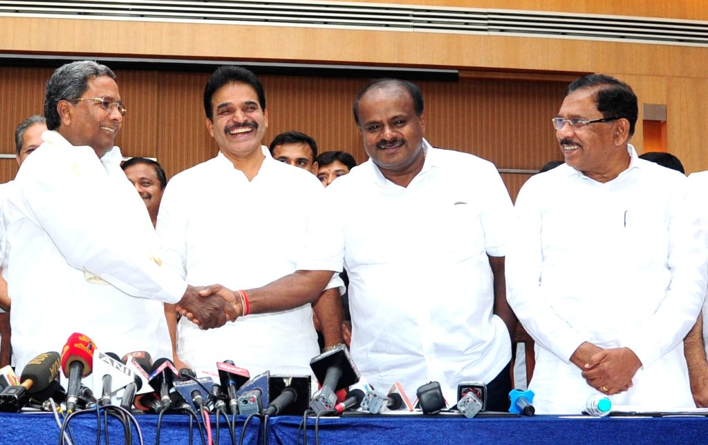 Karnataka Chief Minister and JD-S leader HD Kumaraswamy with Congress leader and Co-ordination Committee Chairman Siddaramaiah during a joint press conference in Bengaluru on June 1, 2018.