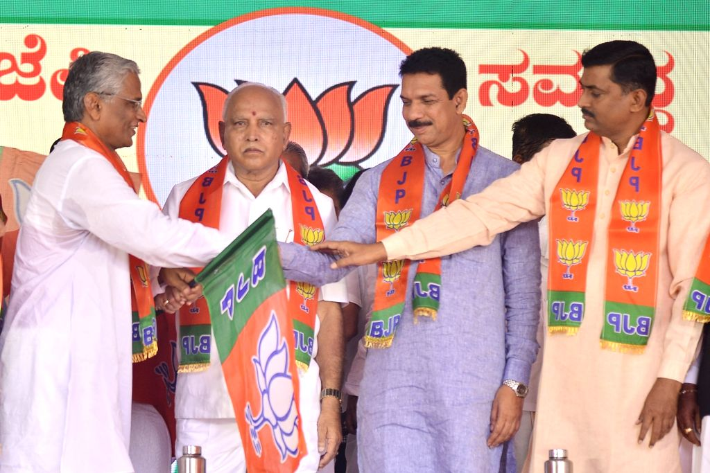 Karnataka Chief Minister B. S. Yediyurappa, BJP State President Nalin Kumar Kateel and party National Secretary Muralidhar Rao hand over the party flag to disqualified MLA Srimanth Patil ... - B. S. Yediyurappa, Nalin Kumar Kateel, Secretary Muralidhar Rao and Srimanth Patil