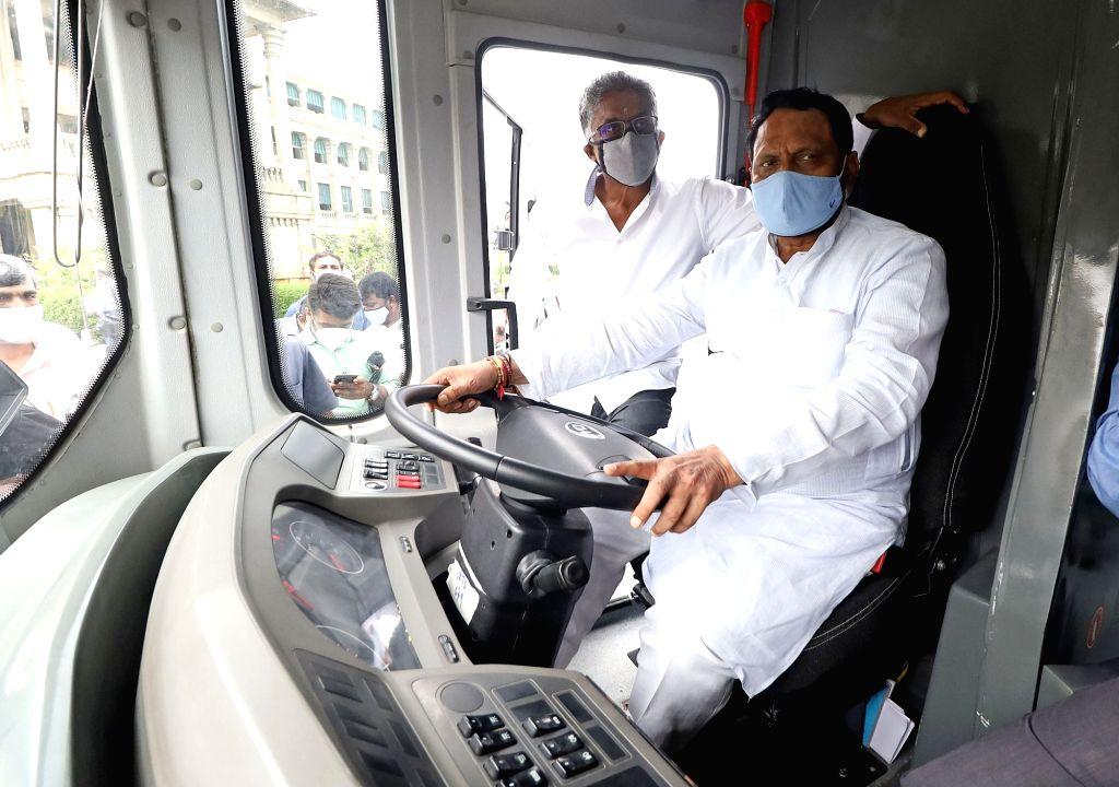 Karnataka Chief Minister BS Yediyurappa, Deputy Chief Minister Lakshman Savadi and BMTC Chairman Nandish Reddy at the inauguration of Olectra Electric bus trial run at Vidhana Soudha, in ... - B and Nandish Reddy