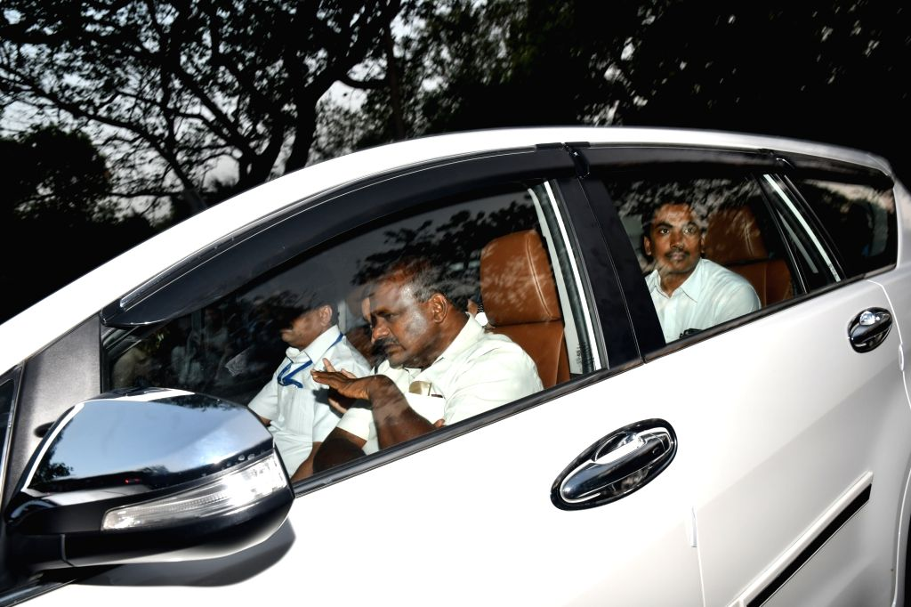 Karnataka Chief Minister designate H.D. Kumaraswamy arrives at Congress President Rahul Gandhi's residence to meet him and his mother Sonia Gandhi in New Delhi on May 21, 2018. - Rahul Gandhi and Sonia Gandhi