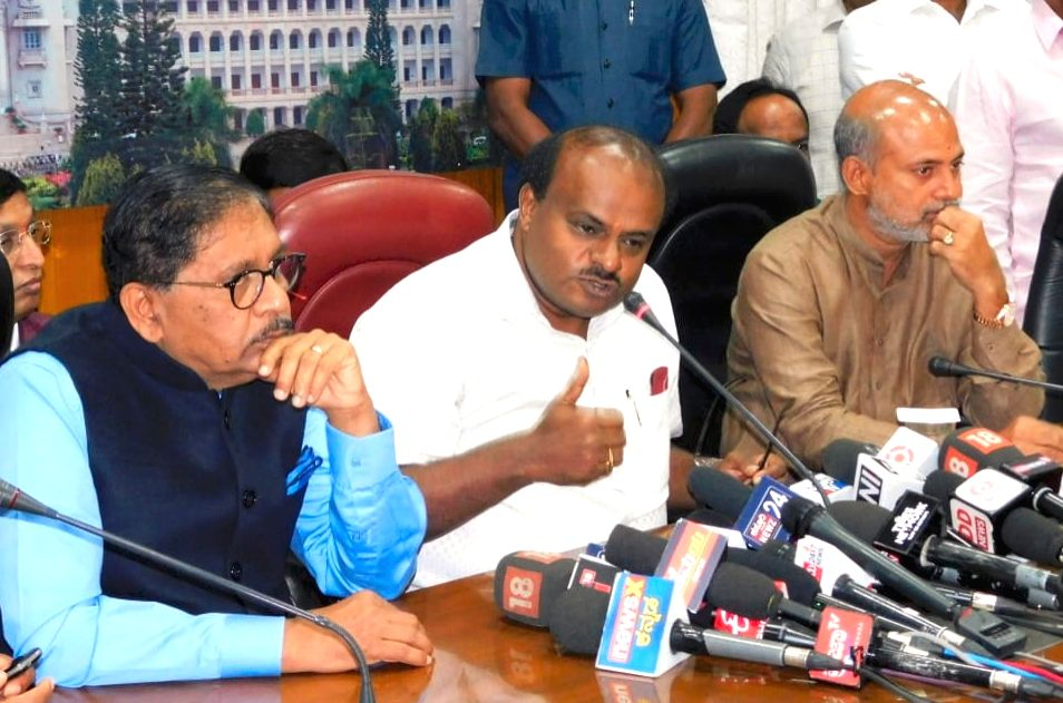 Karnataka Chief Minister H.D. Kumaraswamy accompanied by Deputy Chief Minister G. Parameshwara and state Tourism Minister Sa Ra Mahesh, addresses a press conference in Bengaluru, on Feb 8, ... - H.