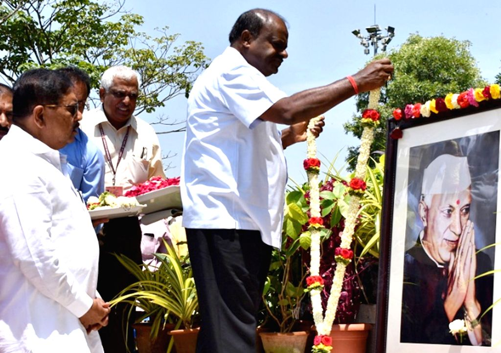 Karnataka Chief Minister H.D. Kumaraswamy accompanied by Deputy Chief Minister G. Parameshwara, pays tributes to the country's first Prime Minister Pandit Jawaharlal Nehru on his 55th ... - H.