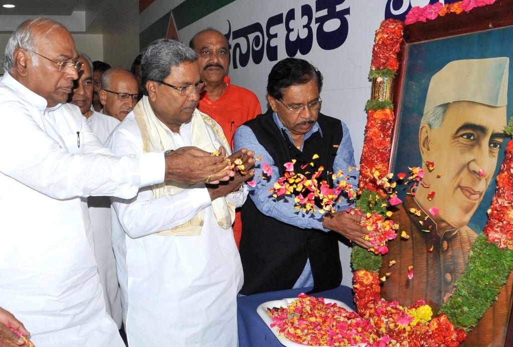 Karnataka Chief Minister Siddaramaiah and er of the Congress parliamentary party in Lok Sabha Mallikarjun Kharge pay tribute to former prime minister Jawaharlal Nehru on his death ... - Siddaramaiah