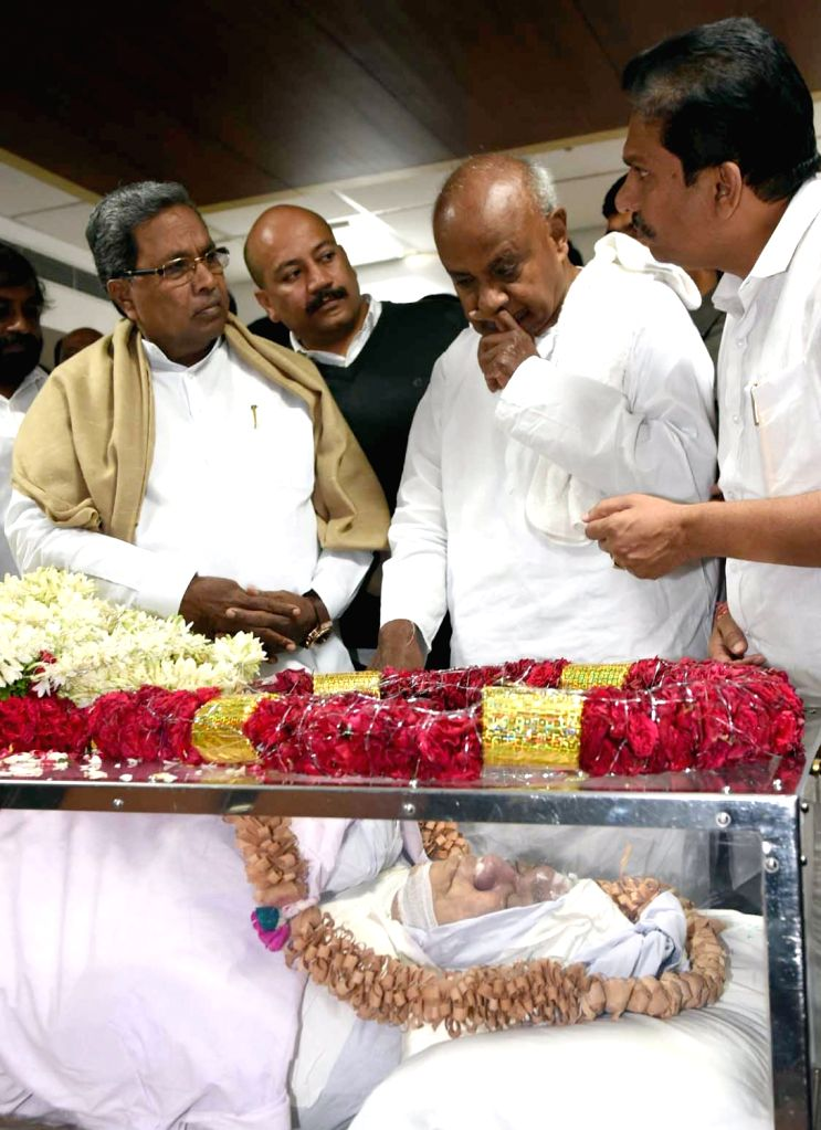 Karnataka Chief Minister Siddaramaiah and JDS National President H D Devegowda pay tribute to BJP MLA from Bidar Gurupadappa Nagamarapalli, who died of heart failure at Vikram Hospital, in ... - Siddaramaiah