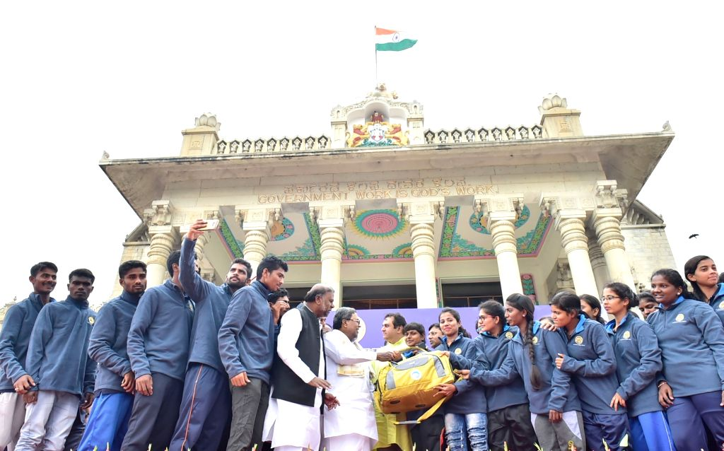 Karnataka Chief Minister Siddaramaiah and Social Welfare Minister H Anjaneya interact with the students going for the Mountaineering Training, at Post Metric Hostels at Vidhan Soudha in ... - Siddaramaiah