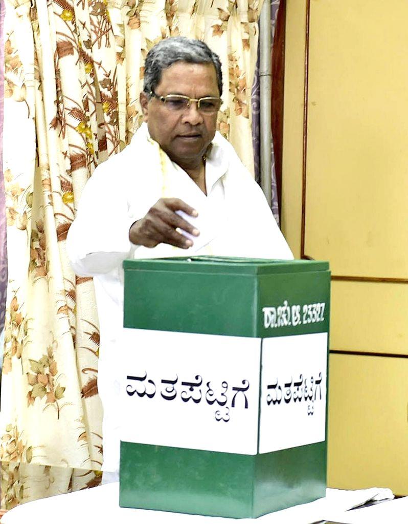 Karnataka Chief Minister Siddaramaiah casts his vote during Rajya Sabha elections at Vidhana Soudha in Bengaluru on March 23, 2018 - Siddaramaiah
