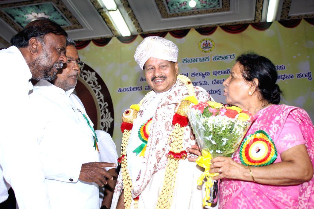 Karnataka Chief Minister Siddaramaiah confers Devraj Urs award to B Subbaiaha Shetty on 99th birth anniversary of former Chief Minister D Devraj Urs at Vidhana Soudha in Bangalore on Aug 20, 2014. - Siddaramaiah and B Subbaiaha Shetty