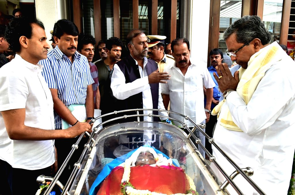 Karnataka Chief Minister Siddaramaiah pays his last respect to Veteran Kannada film producer and distributor Parvathamma Rajkumar, widow of Kannada matinee idol Rajkumar in Bengaluru on ... - Siddaramaiah