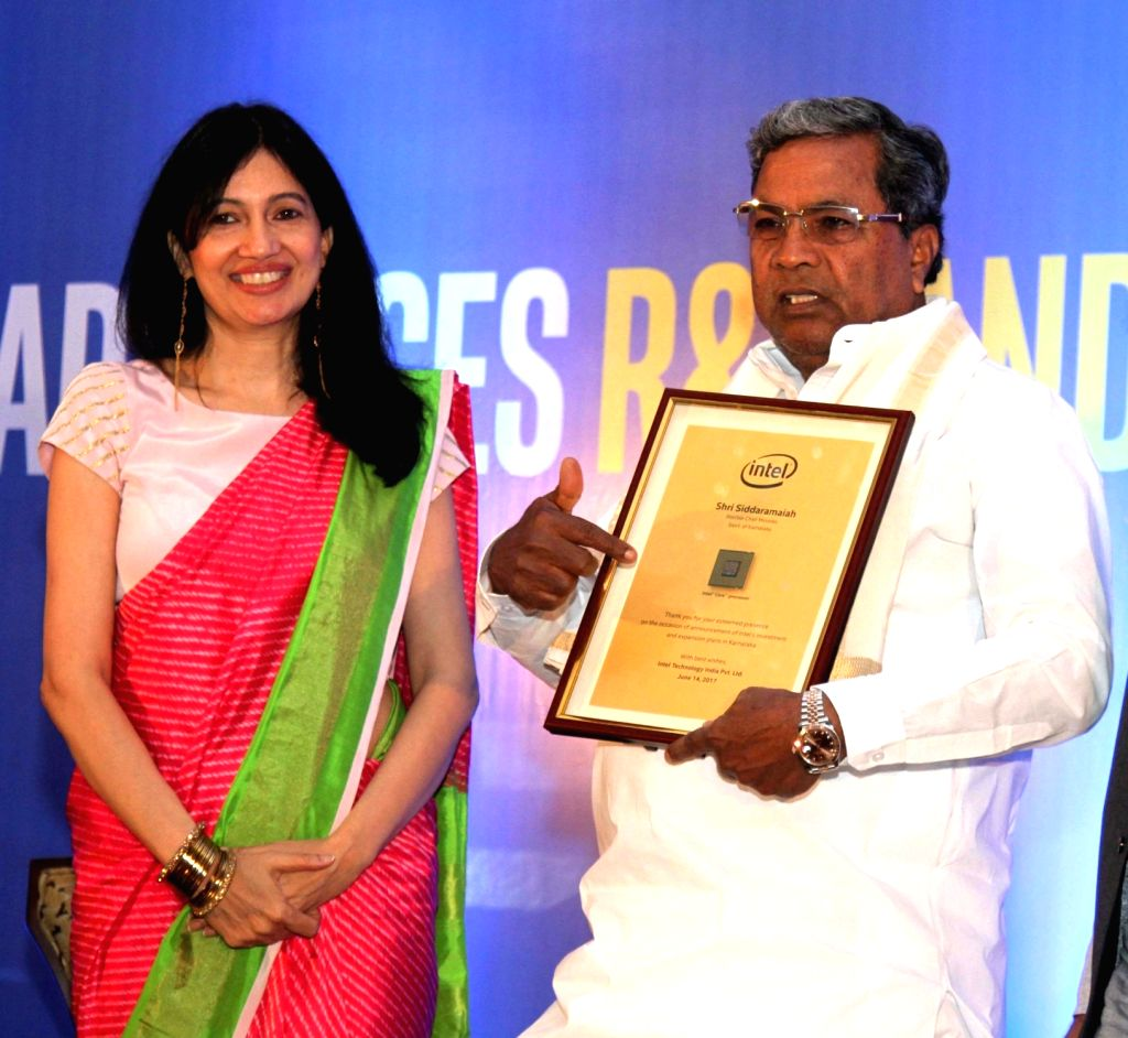 Karnataka Chief Minister Siddaramaiah with Intel India General Manager Nivruti Rai during a press conference to announce US-based multinational's investment and expansion plans in the ... - Siddaramaiah and Manager Nivruti Rai